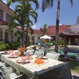Your outside dining room by the pool